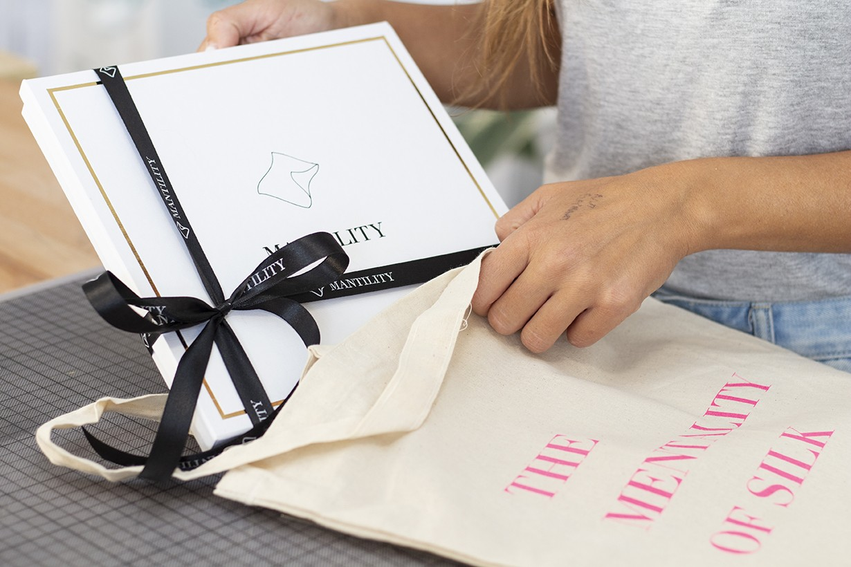 Gifting | Packaging | MANTILITY | Silk Scarves Gallery